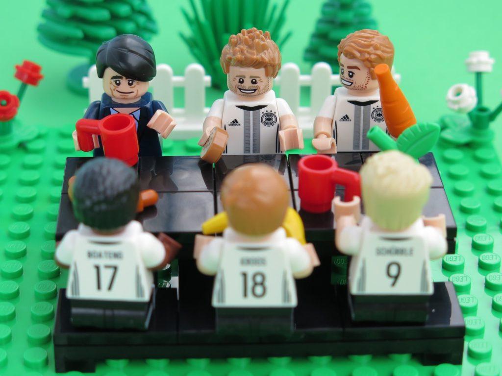 Deutsche LEGO® Nationalmannschafft beim Frühstück | ©2018 Brickzeit