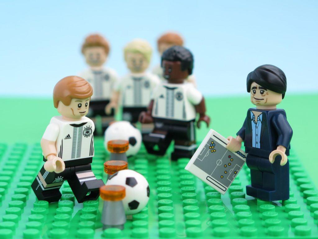 Deutsche LEGO® Nationalmannschafft beim Hütchentraining 1 | ©2018 Brickzeit