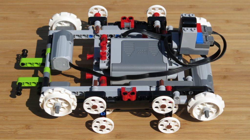 LEGO® Technic Ferngesteuerter Tracked Racer (42065) - Fahrgestell | ©2018 Brickzeit