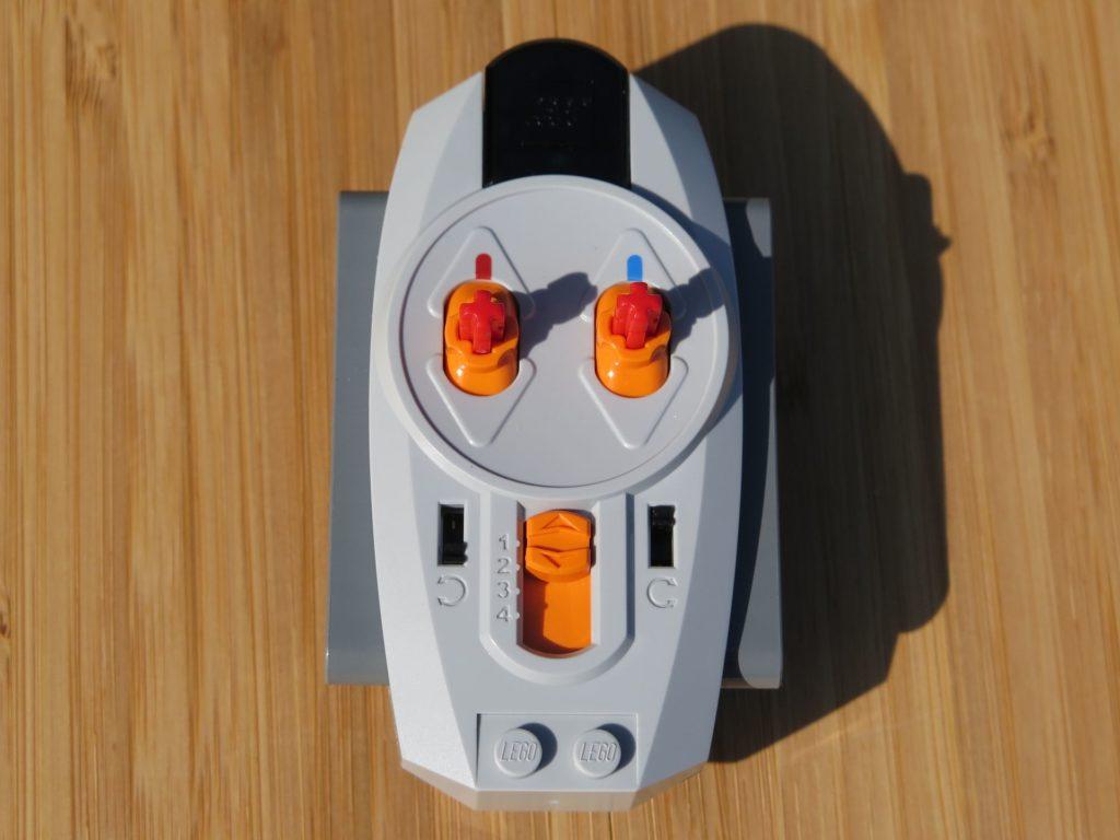 LEGO® Technic Ferngesteuerter Tracked Racer (42065) - Fernbedienung 2 | ©2018 Brickzeit