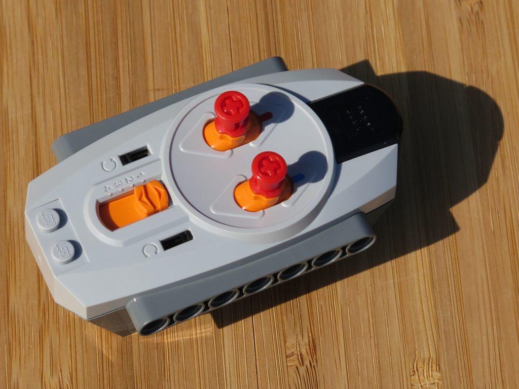 LEGO® Technic Ferngesteuerter Tracked Racer (42065) - Fernbedienung | ©2018 Brickzeit