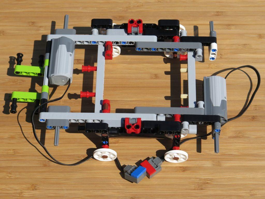 LEGO® Technic Ferngesteuerter Tracked Racer (42065) - Grundgerüst 2 | ©2018 Brickzeit