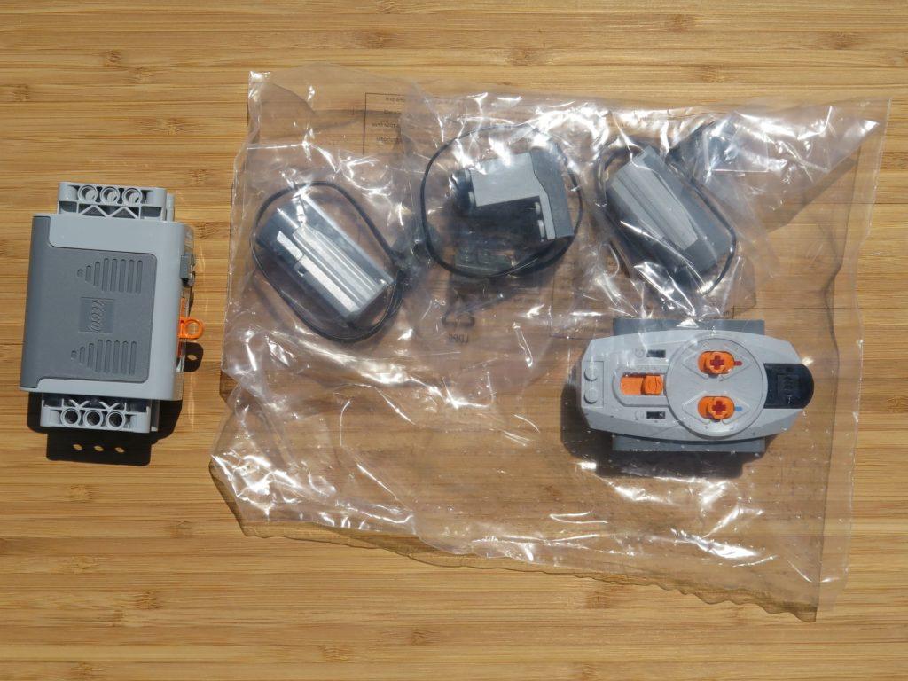 LEGO® Technic Ferngesteuerter Tracked Racer (42065) - Inhalt, Power Functions | ©2018 Brickzeit