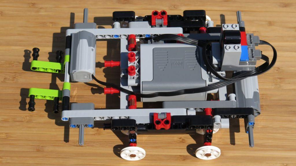 LEGO® Technic Ferngesteuerter Tracked Racer (42065) - Power Functions verkabelt | ©2018 Brickzeit