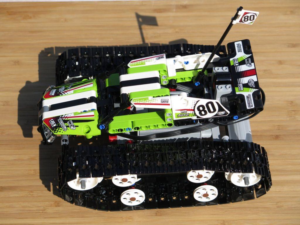 LEGO® Technic Ferngesteuerter Tracked Racer (42065) - fertiges Set | ©2018 Brickzeit