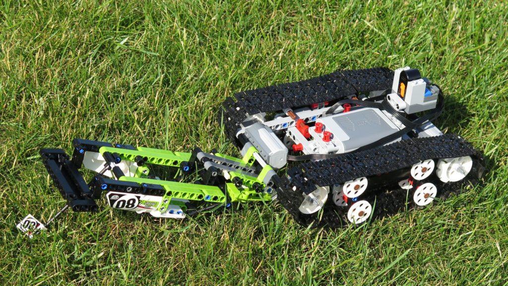 LEGO® Technic Ferngesteuerter Tracked Racer (42065) - Verkleidung geöffnet | ©2018 Brickzeit