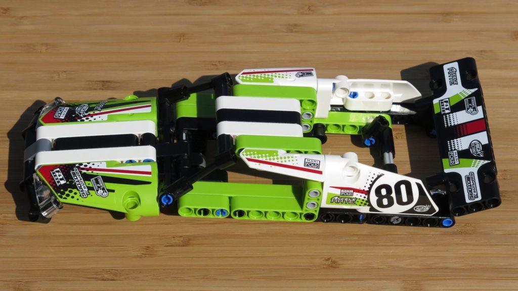 LEGO® Technic Ferngesteuerter Tracked Racer (42065) - Verkleidung linke Seite | ©2018 Brickzeit