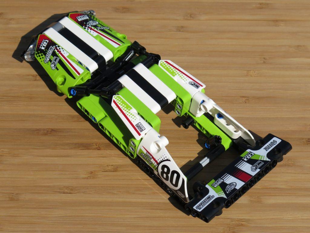 LEGO® Technic Ferngesteuerter Tracked Racer (42065) - Verkleidung links hinten | ©2018 Brickzeit