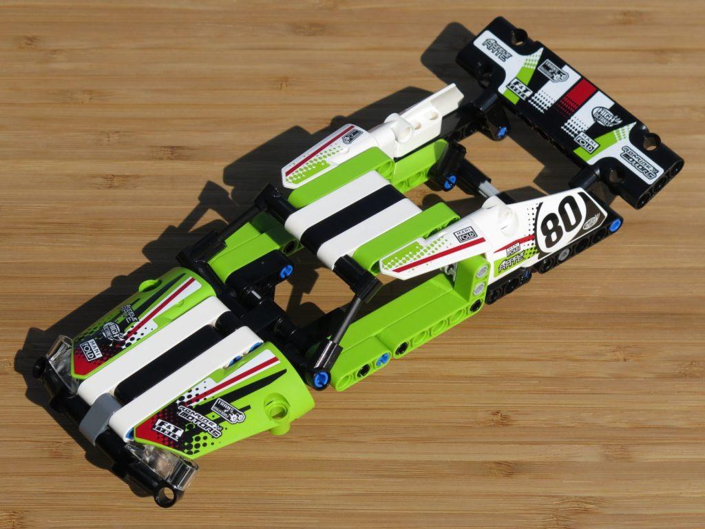 LEGO® Technic Ferngesteuerter Tracked Racer (42065) - Verkleidung links vorne | ©2018 Brickzeit
