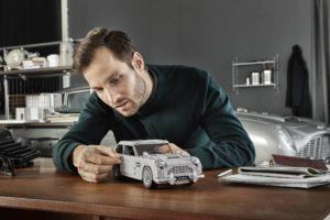 10262_LEGO-Creator-Expert_James-Bond-Aston-Martin-DB5_Designer_1 | ©2018 LEGO Gruppe