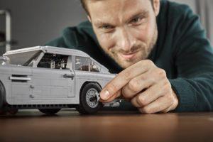 10262_LEGO-Creator-Expert_James-Bond-Aston-Martin-DB5_Designer_3 | ©2018 LEGO Gruppe