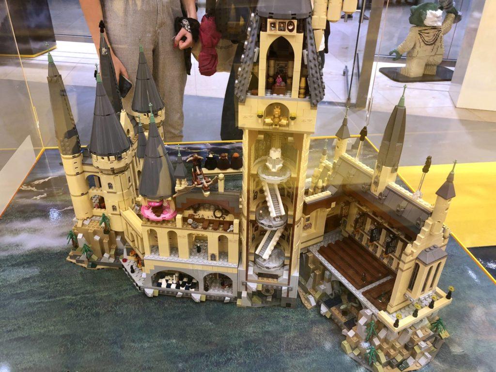 LEGO 71043 - Schloss Hogwarts Innenbereich mit Räumen | ©2018 Brickzeit