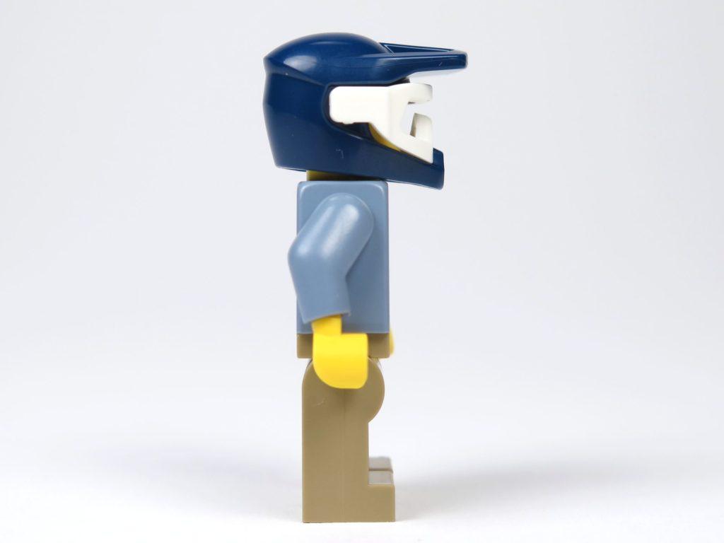 LEGO® City Magazin Nr. 8 - Minifigur Polizist, rechte Seite | ©2018 Brickzeit