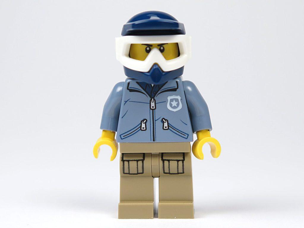 LEGO® City Magazin Nr. 8 - Minifigur Polizist, Vorderseite | ©2018 Brickzeit