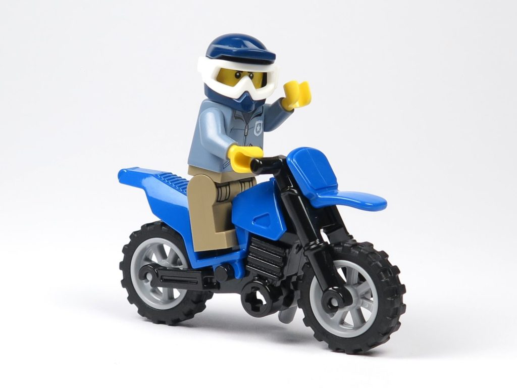 review lego city magazin nr 8 mit polizist motorrad. Black Bedroom Furniture Sets. Home Design Ideas