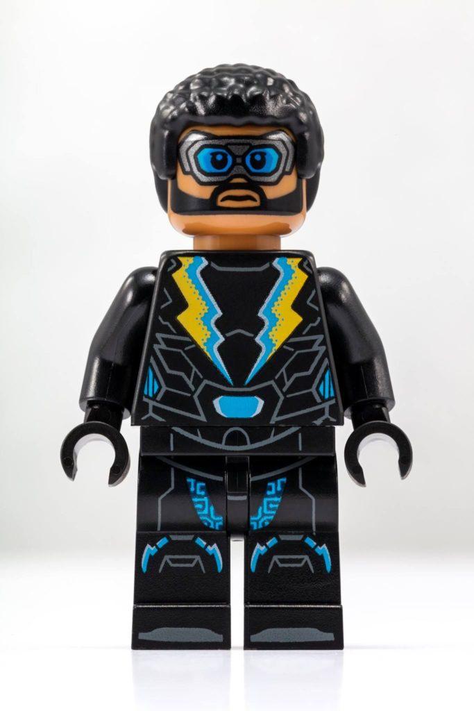 LEGO® DC Comics™ Black Lightning Minifigur - Bild 2 | ©LEGO Gruppe