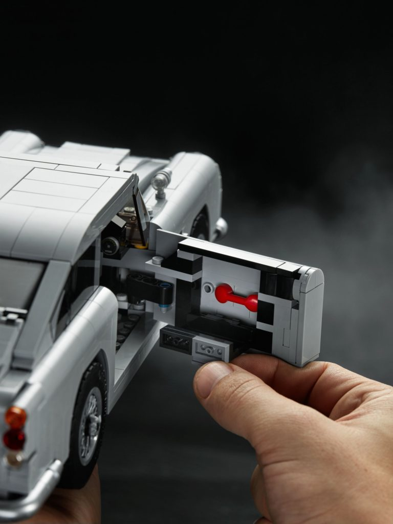 LEGO® James Bond Aston Martin DB5 (10262) - Bild 15   ©2018 LEGO Gruppe