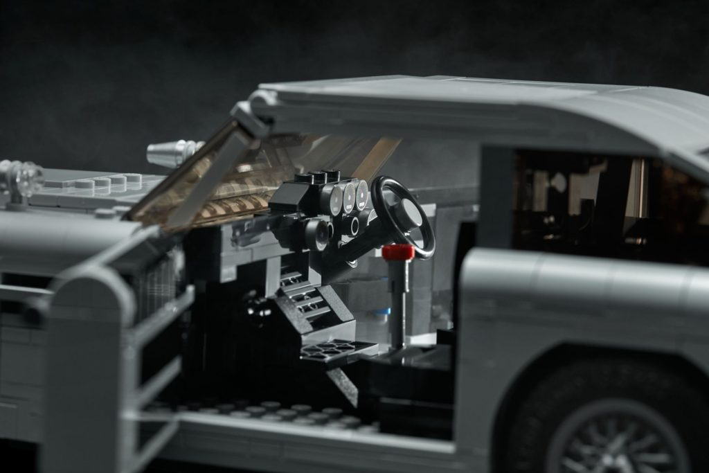 LEGO® James Bond Aston Martin DB5 (10262) - Bild 15 | ©2018 LEGO Gruppe
