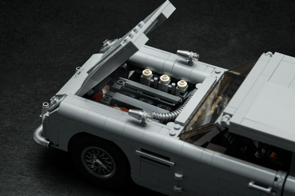 LEGO® James Bond Aston Martin DB5 (10262) - Bild 7 | ©2018 LEGO Gruppe