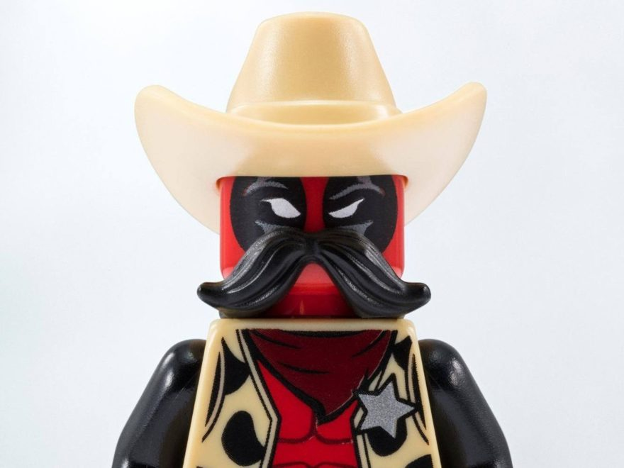 LEGO® Marvel Super Heroes Sheriff Deadpool™ Minifigur - Titelbild | LEGO Gruppe