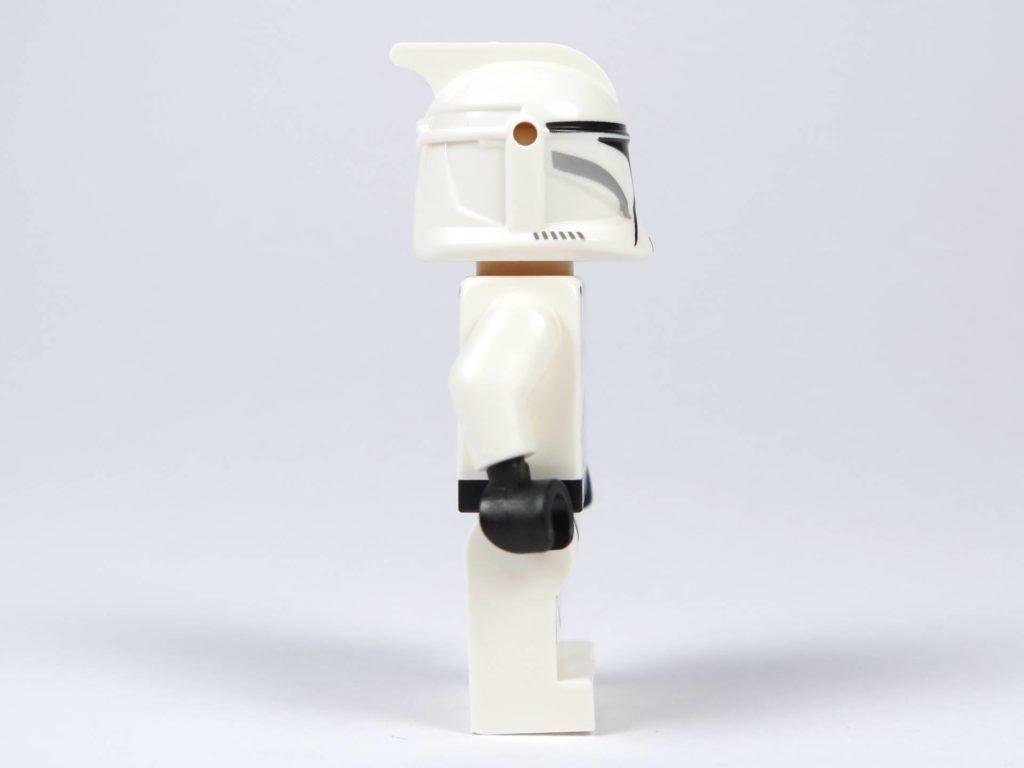 LEGO® Star Wars™ Jedi™ und Clone Troopers™ Battle Pack (75206) - Clone Trooper mit Helm, rechte Seite | ©2018 Brickzeit