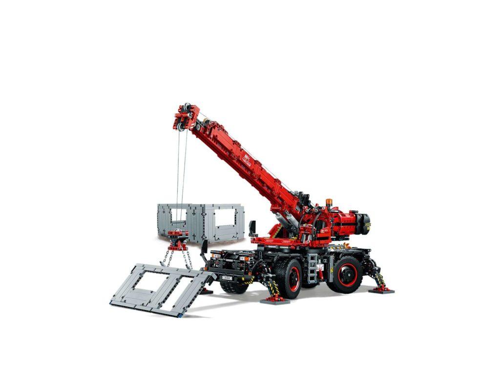 LEGO Technic Geländegängiger Kranwagen (42082) - Set in Aktion | ®LEGO Gruppe