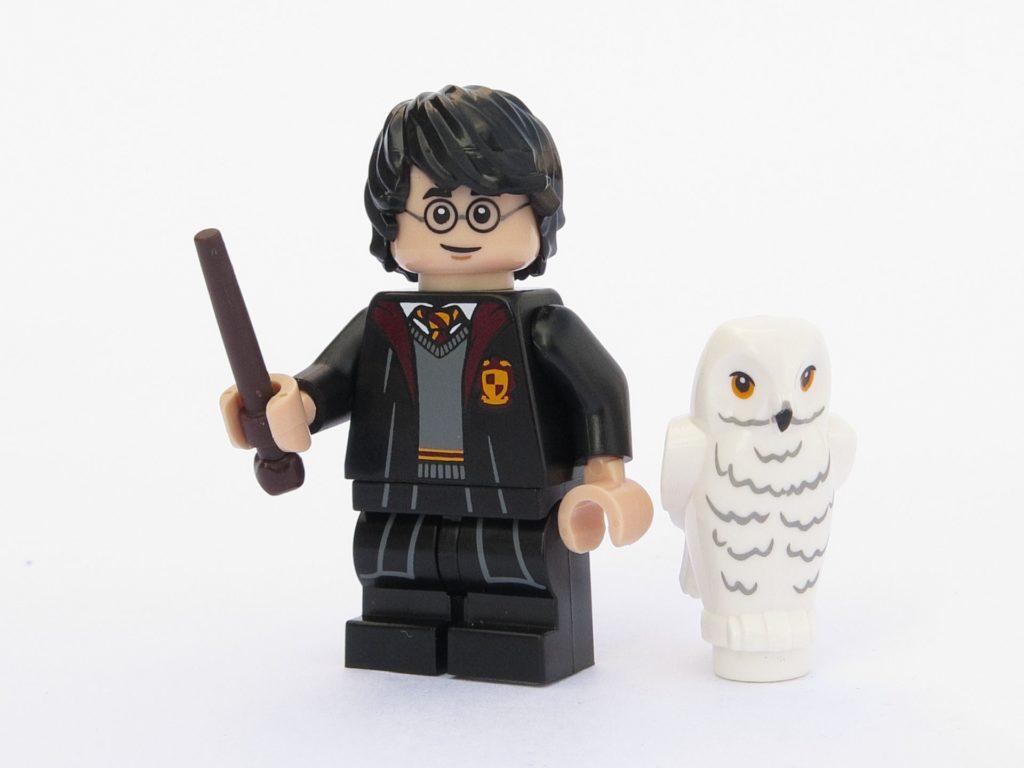 LEGO 71022 - Minifigur 01 - Harry Potter in Schulkleidung mit Eule Hedwig | ©2018 Brickzeit