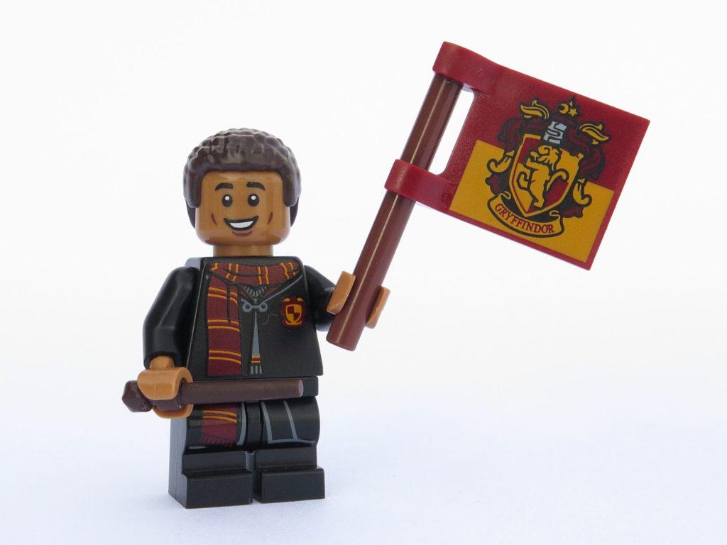 LEGO 71022 - Minifigur 08 - Dean Thomas mit Fahne | ©2018 Brickzeit