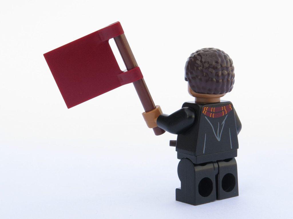 LEGO 71022 - Minifigur 08 - Dean Thomas mit Fahne, Rückseite | ©2018 Brickzeit