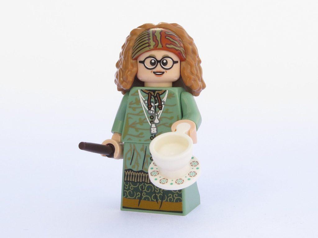 LEGO 71022 - Minifigur 11 - Professor Trelawney mit Tasse | ©2018 Brickzeit