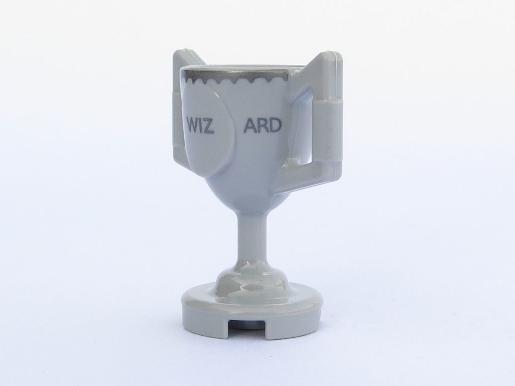 LEGO 71022 - Minifigur 12 - Trimagischer Pokal - linke Seite | ©2018 Brickzeit