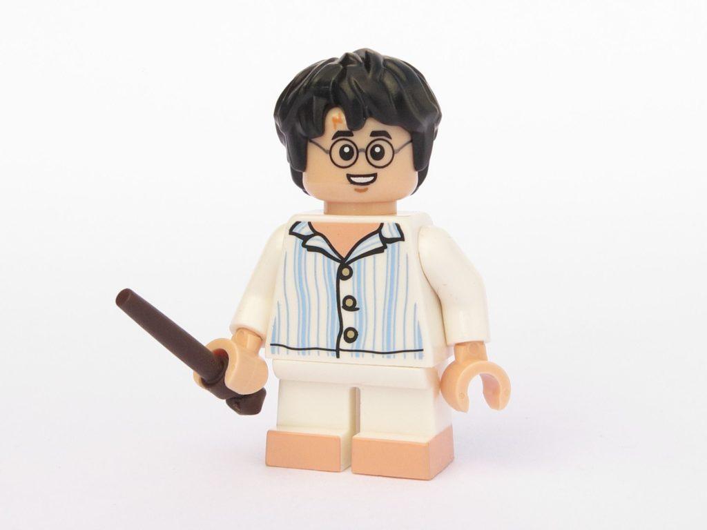 LEGO 71022 - Minifigur 15 - Harry Potter im Schlafanzug mit Zauberstab - Vorderseite | ©2018 Brickzeit
