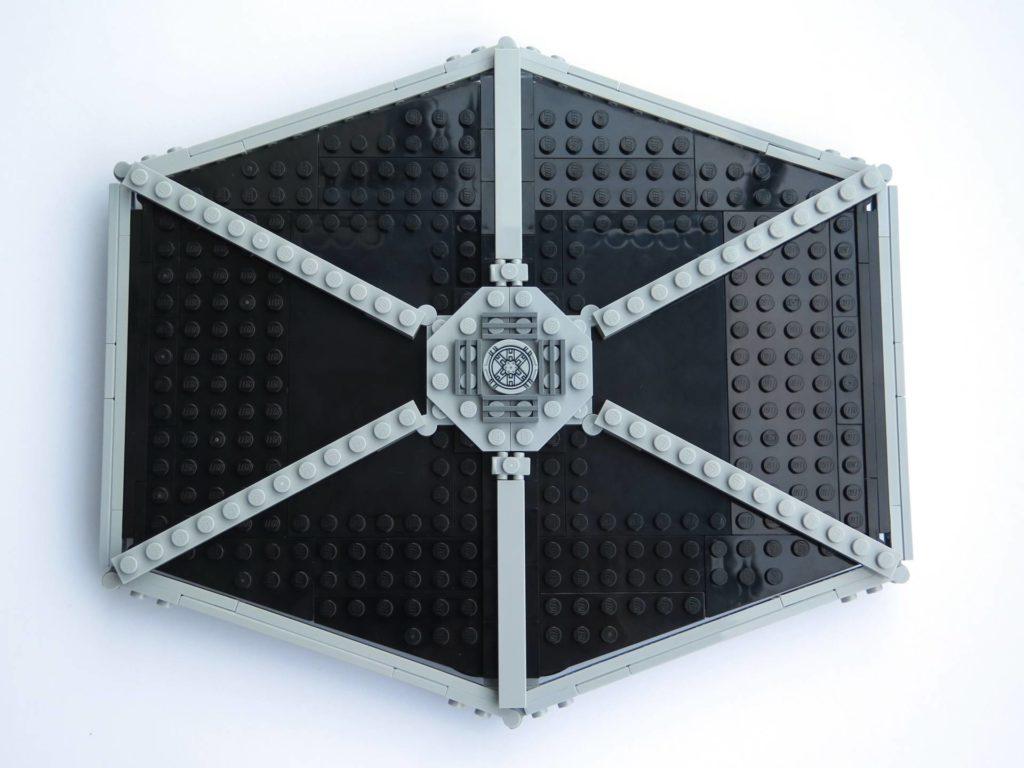 LEGO® 75211 Imperial TIE Fighter - Bauabschnitt 3 - Oberseite fertiger Flügel | ©2018 Brickzeit