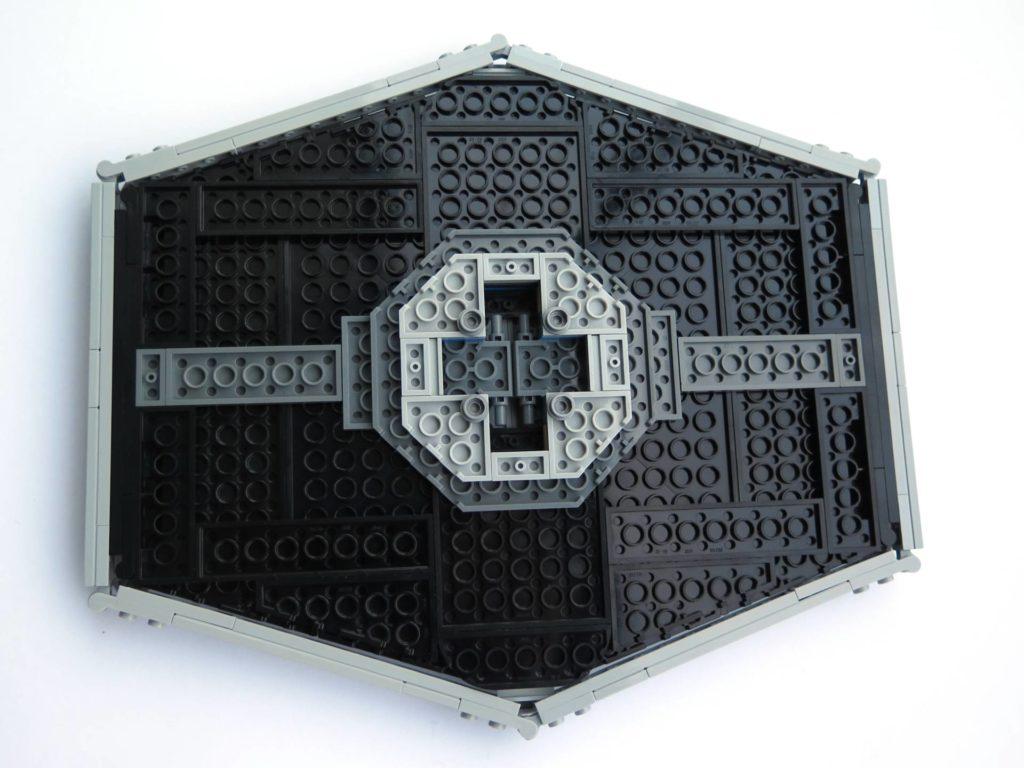 LEGO® 75211 Imperial TIE Fighter - Bauabschnitt 3 - Unterseite fertiger Flügel | ©2018 Brickzeit