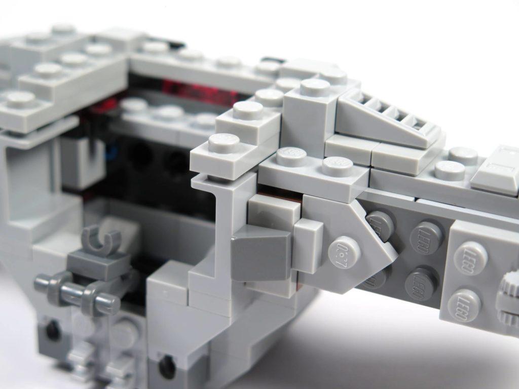 LEGO® 75211 Imperial TIE Fighter - Bauabschnitt 2 - Cockpit wird an Flügelarme befestigt | ©2018 Brickzeit