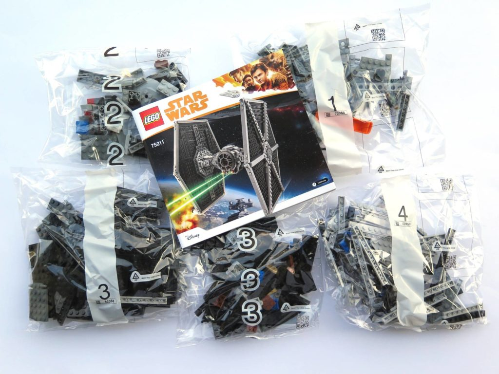 LEGO® 75211 Imperial TIE Fighter - Inhalt | ©2018 Brickzeit