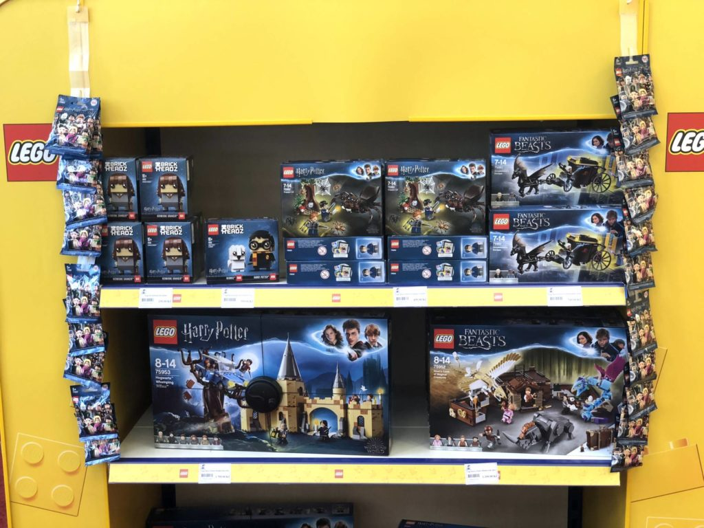 LEGO® Harry Potter bei Bambule in Tschechien - Regal oben | ©2018 Brickzeit