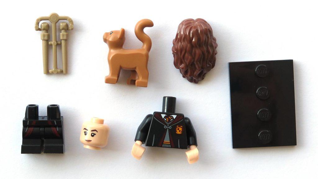 LEGO 71022 - Nr. 2 - Hermine Granger in Schuluniform - Einzelteile | ©2018 Brickzeit