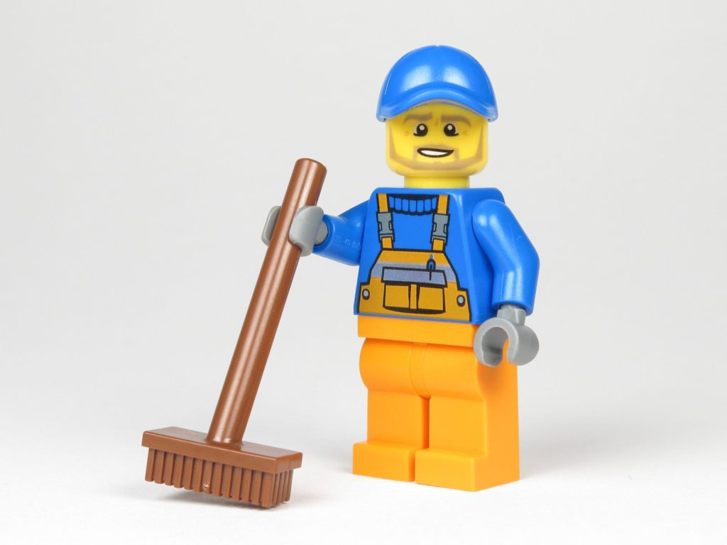 LEGO® City Magazin Nr. 9 - Müllmann mit Besen | ©2018 Brickzeit