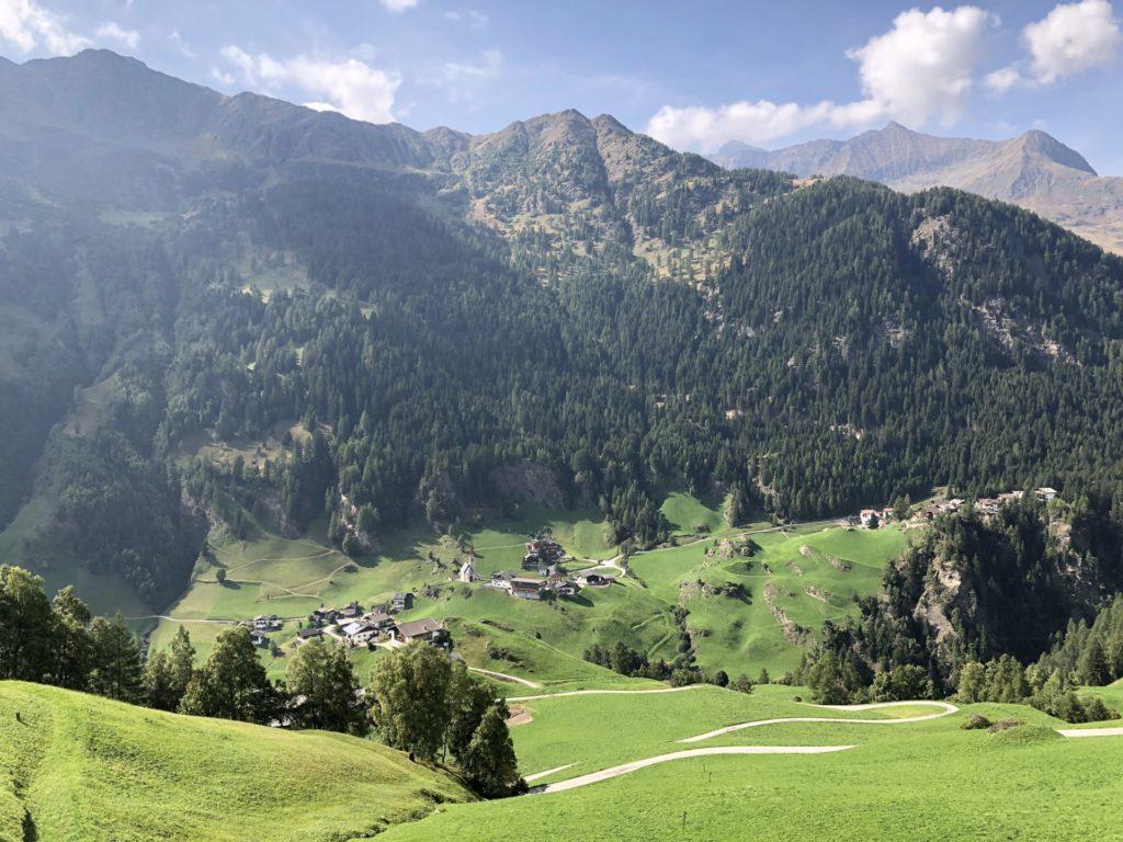 Blick auf Südtiroler Dorf | ©2018 Brickzeit