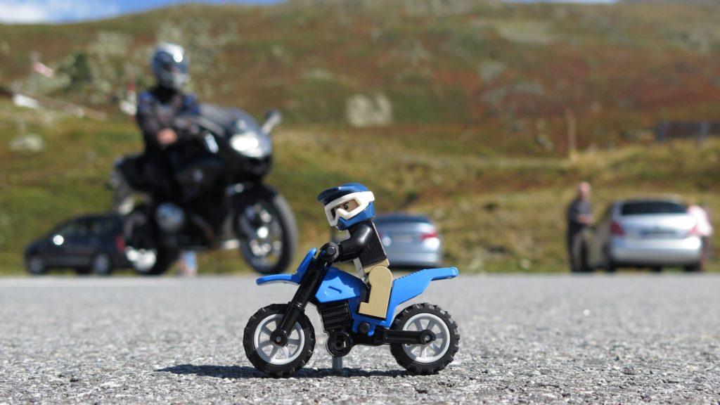 Achtung Motorrad | ©2018 Brickzeit
