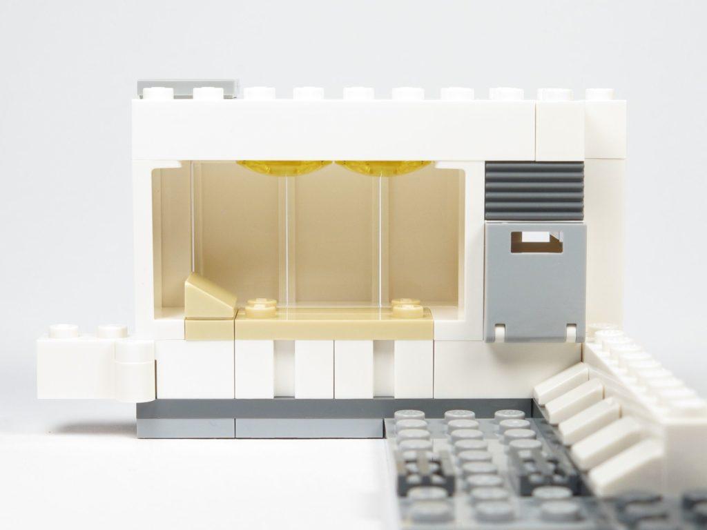 LEGO® Star Wars™ 75203 - Bauabschnitt 1 - Lampen und Kasten montiert | ©2018 Brickzeit