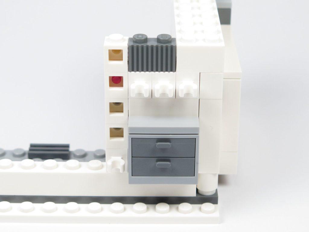 LEGO® Star Wars™ 75203 - Bauabschnitt 1 - Schublade und Leiste montiert | ©2018 Brickzeit