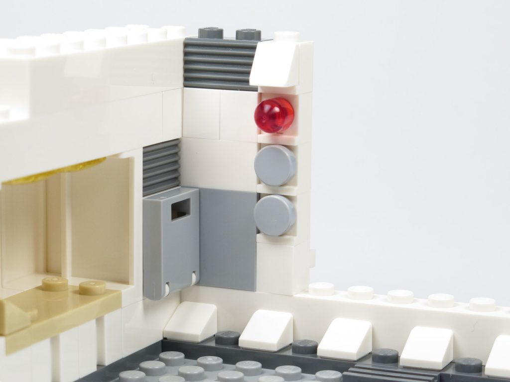 LEGO® Star Wars™ 75203 - Bauabschnitt 1 - Schublade und Leiste montiert, Innen | ©2018 Brickzeit