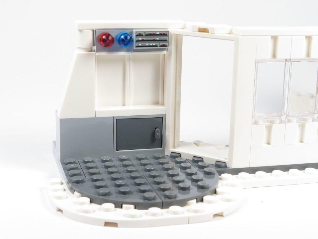 LEGO® Star Wars™ 75203 - Bauabschnitt 2 - Durchgang, Schrank und Lampen | ©2018 Brickzeit