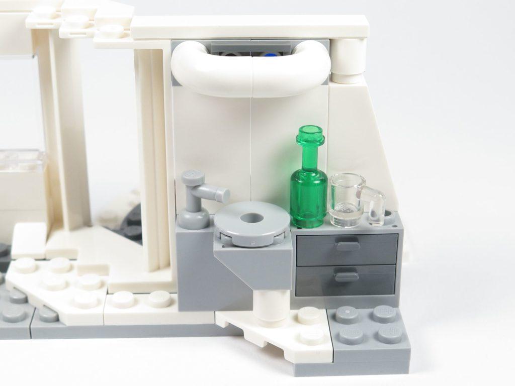 LEGO® Star Wars™ 75203 - Bauabschnitt 2 - Erweiteter Innenbereich mit Waschbecken, Wasserhahn und Zubehör | ©2018 Brickzeit