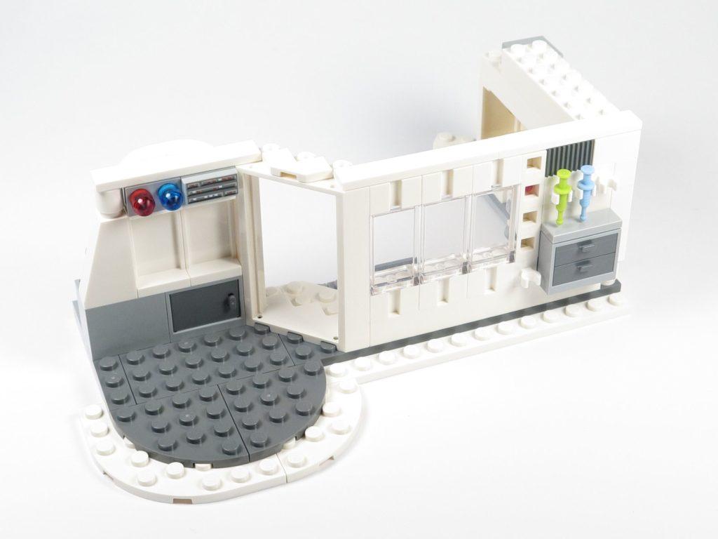 LEGO® Star Wars™ 75203 - Bauabschnitt 2 - Außenseite | ©2018 Brickzeit