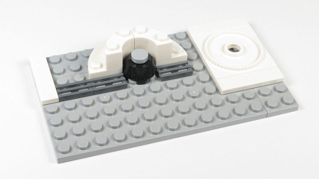 LEGO® Star Wars™ 75203 - Bauabschnitt 3 - halbrunde Plattform erweitert | ©2018 Brickzeit