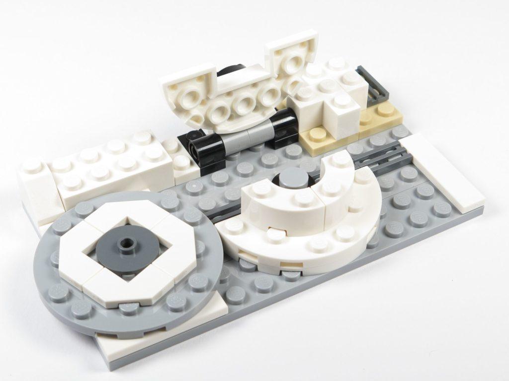LEGO® Star Wars™ 75203 - Bauabschnitt 3 - kippbare Bodenplatte geöffnet | ©2018 Brickzeit