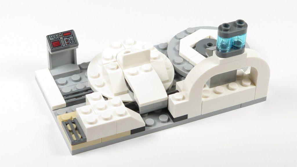 LEGO® Star Wars™ 75203 - Bauabschnitt 3 - Bactatankboden abgedeckt und Armaturen ergänzt | ©2018 Brickzeit